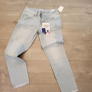 Distressed jeans ankle length Size 7